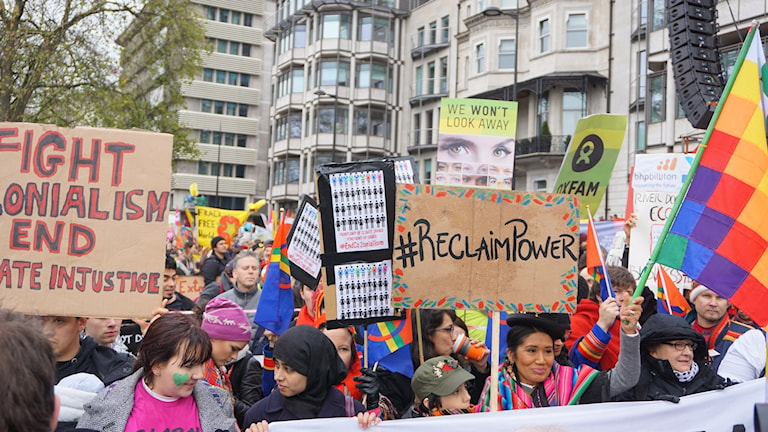 Klimatdemonstration i London. Foto: Anna Sunna/Sameradion & SVT Sápmi