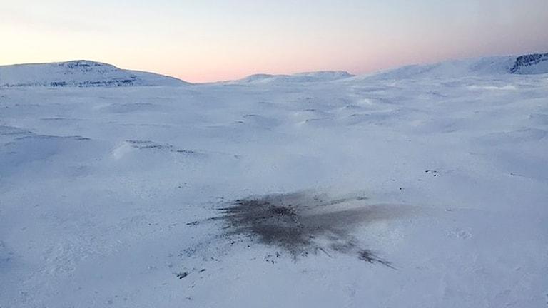 Nedslagsplats för det havererade postplanet i Jokkmokksfjällen. Foto: Marja Påve/ Sameradion & SVt Sápmi