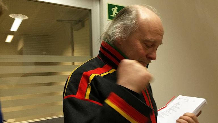 Matti berg i tårar efter domen. Foto: Anne-Ravna Allas Sameradion & SVT Sápmi