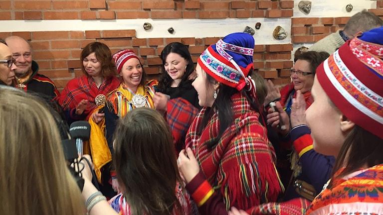 Girjas mot staten: Glädje bland Girjas unga efter domslutet. Foto: Marja Påve/ Sameradion & SVT Sápmi