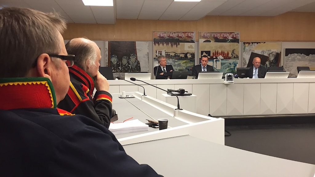 Jörgen Jonsson, SSR och Matti Berg, ordförande i Girjas sameby i rättsalen inför domen. Foto: Marja Påve/ Sameradion & SVT Sápmi