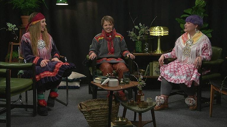 I samband med samiska nationaldagen så sänder SVT en talkshow med samiska artister, som Sofia Jannok , Åsa Simma och Ande Somby. Foto: SVT