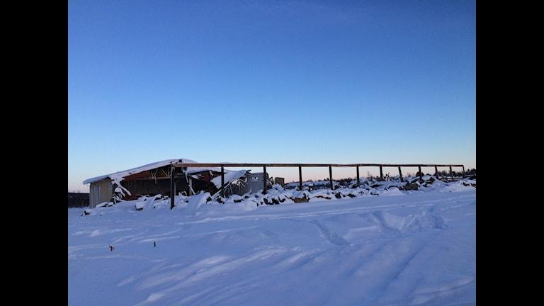 Det som finns kvar efter industribranden i Karesuando den 6 december. Foto: Lars-Ola Marakatt