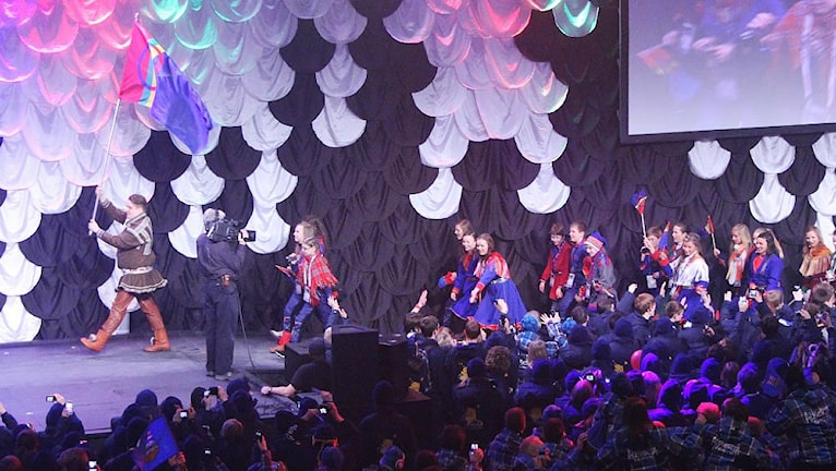 Team Sápmis inmarsh under invigningen av Arctic Winter Games, AWG, 2012 i Whitehorse, Yukon, Kanada.