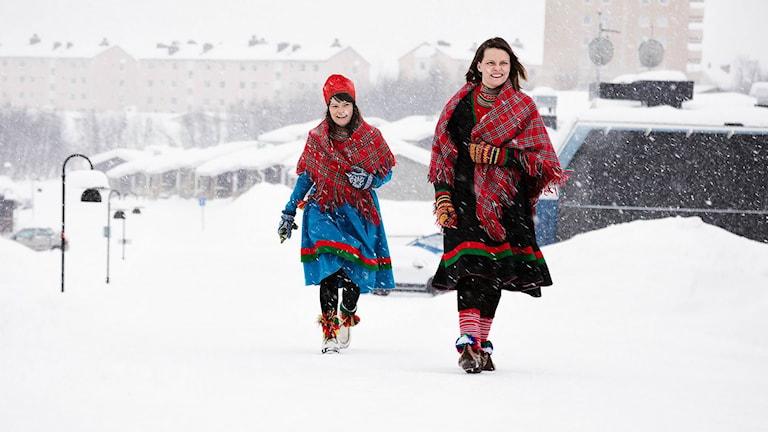 Marét Steinfjell och Inga Marja Steinfjell leder talkshowen Steinfjell och Steinfjell.