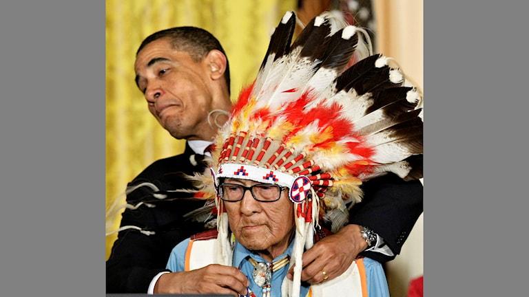2009 gav USA:s president Barack Obama frihetsmedaljen till Joe Medicine Crow.