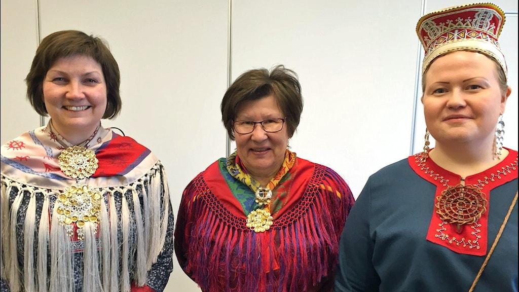 Från vänster: Aili Keskitalo, Ingrid Inga ja Tiina Sanila- Aikio i Murmansk för SPR styrelsemöte.