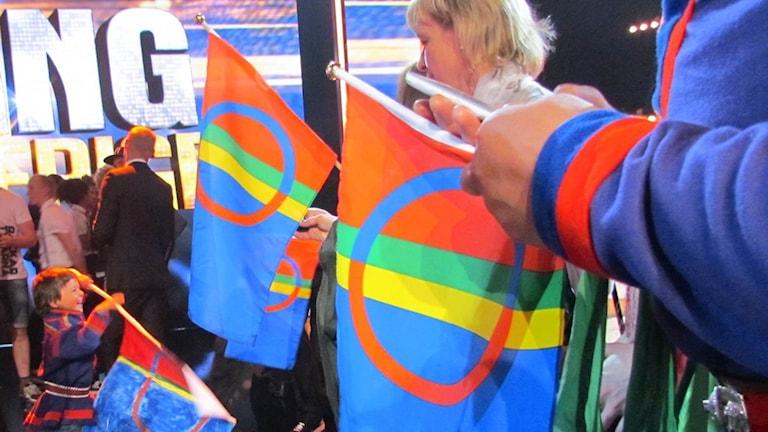 Samiska flaggor. Foto: Sameradion & SVT Sápmi
