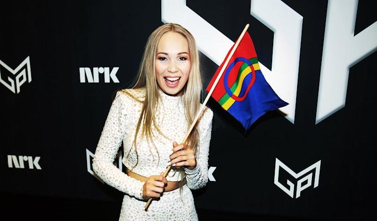 Agnete med samisk flagga