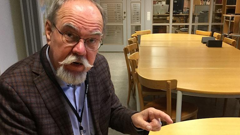 Professor emeritus i finsk-ugriska språk, Lars-Gunnar Larsson.
