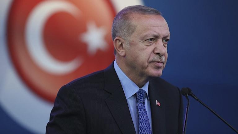 Turkiets militärinsats i nordöstra Syrien har inletts, säger president Recep Tayyip Erdogan enligt nyhetsbyrån AFP.