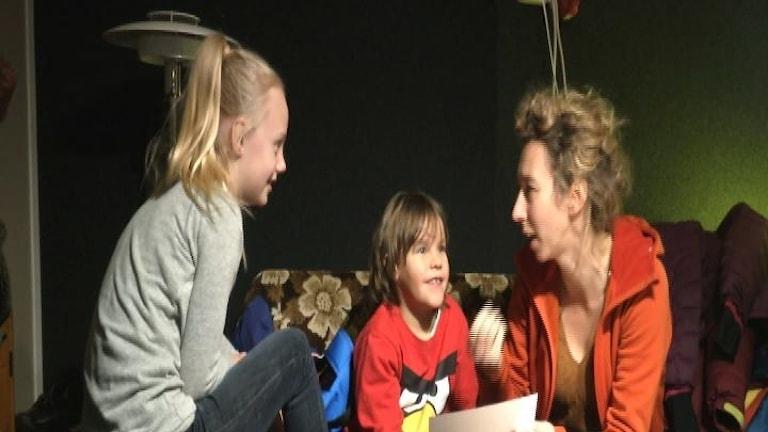 Ayla Nutti, Joakim Trädgårdh och Meikeminne Clinckspoor foto:SVT