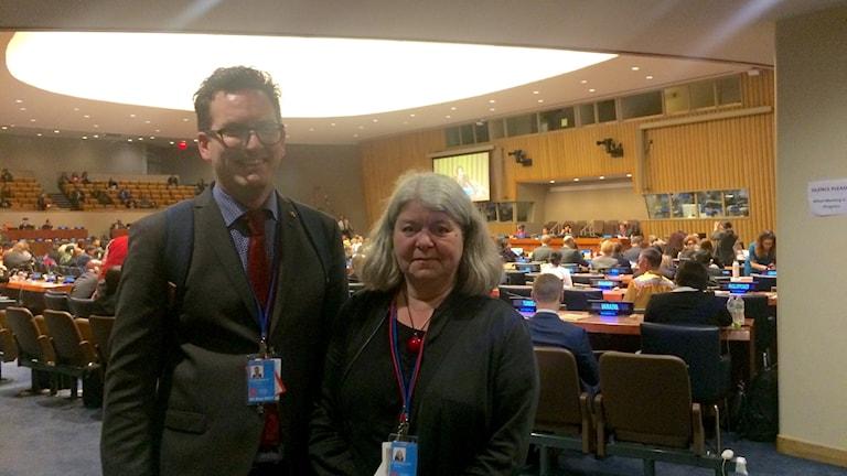 Jonas Gunnarsson (S) och Mia Sydow Mölleby (V), en del av de riksdagsledamöter som följer FN:s urfolksforum