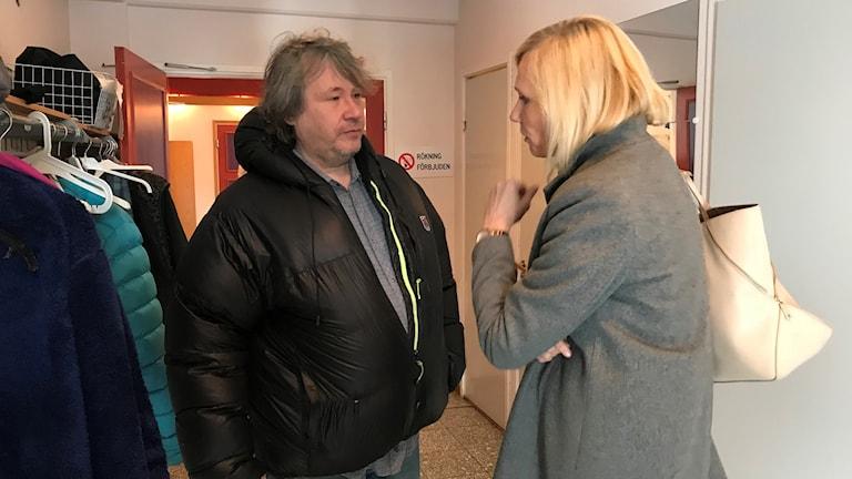 Renskötaren Per-Erik Stenberg med LKAB:s HR och hållbarhetsdirektör Grete Solvang Stoltz