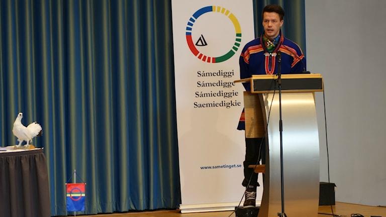Lars Miguel Utsi på plenum i Trondheim