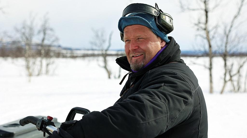 Lars-Erik Poidnakk lea ilus go beassá várrái fas johtit.