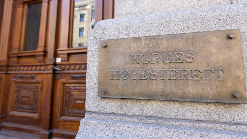 ingången till Norges högsta domstol i Oslo