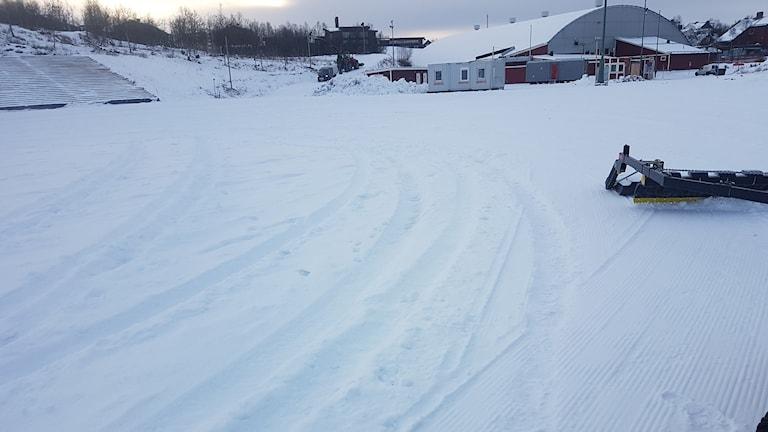 Bilspår på skidspåret