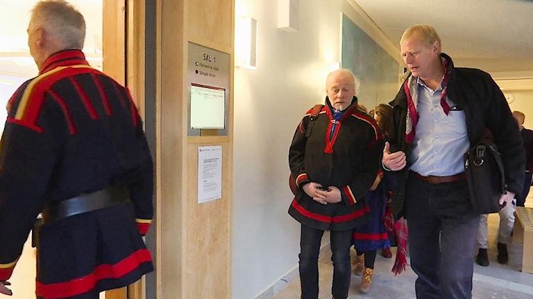 Girjasmålet: Matti Berg och Eivind Torp på väg in i rättssalen under hovrättsförhandlingarna i Umeå