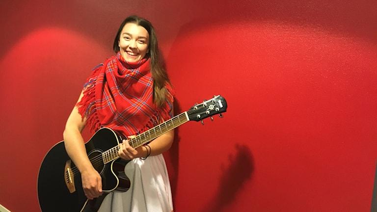 Anna-Mi Svedjekrans kom till Rádio Sápmis studio efter hon gått vidare i Idol-tv auditionen