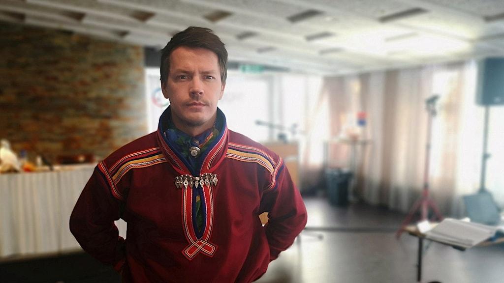 Sámediggi áigu gáibidit sierra sámi giellalága lohká giellalávdegotti ságadoalli Lars Miguel Utsi, Guovssonásti.