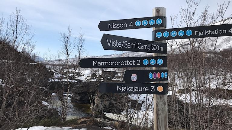 Abiskojohka där den anländer till Abisko. Nissonjohka är fyra kilometer högre upp.