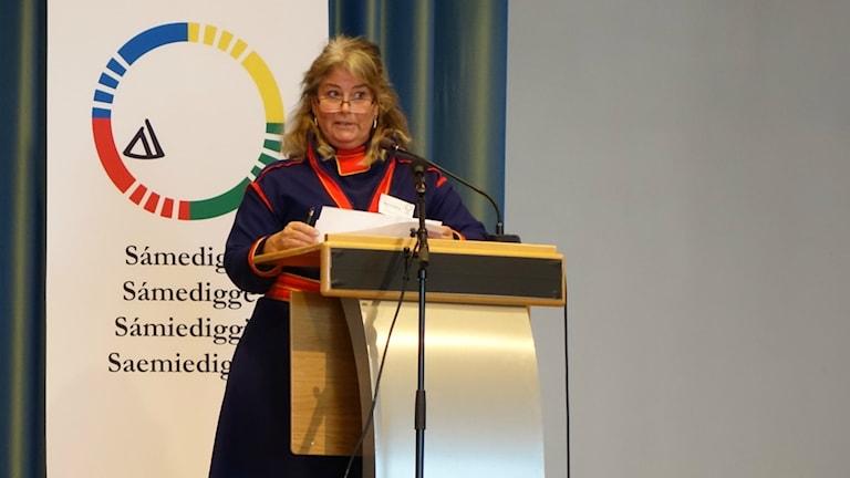 Helena Dådring vid plenum i Trondheim