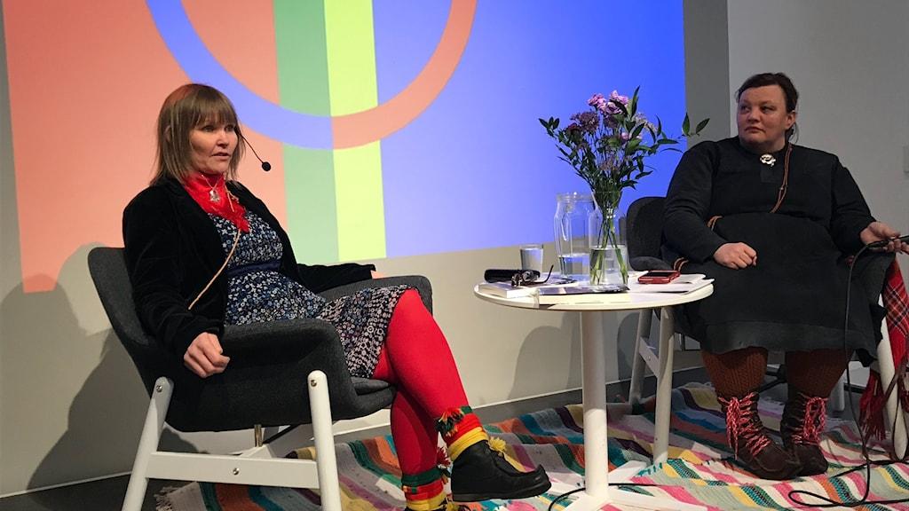 Anna Sofie Bull Kuhmunen tillsammans med Anne Wuolab