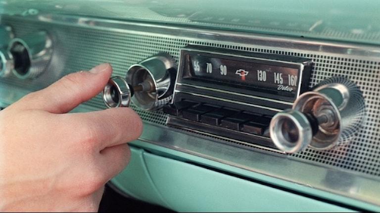 En gammal bilradio.