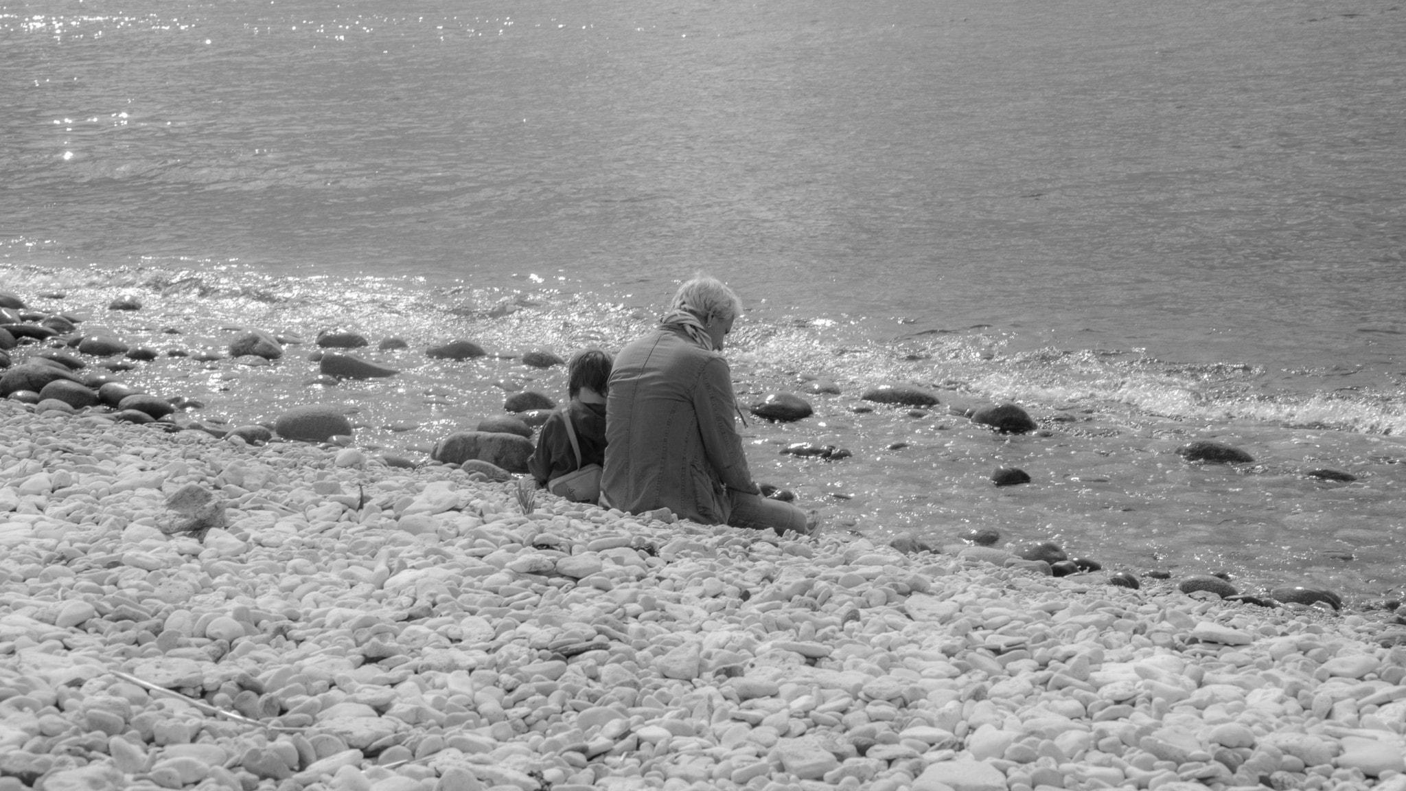 Far och dotter på strand