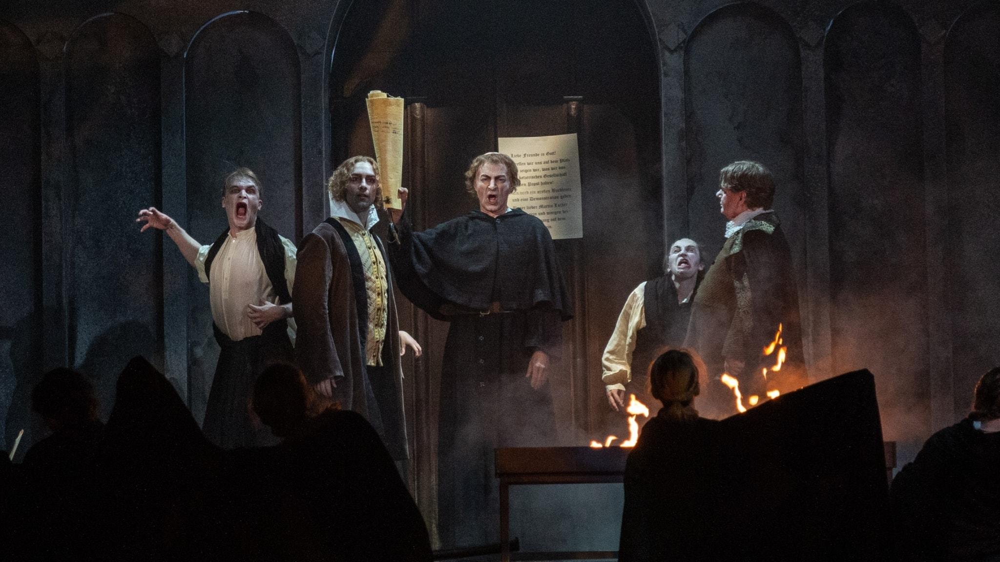 Bild: Schlagt sir tot - Melanchthon(Thomas Volle), Luther(Dietrich Henschel) och Andreas Karlstadt(Magnus Loftsson)