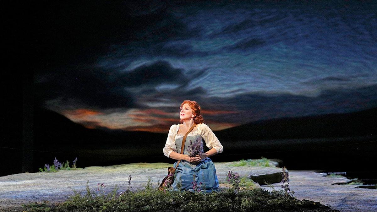 Joyce DiDonato i rollen som Elena. Foto: Ken Howard/Metropolitan Opera