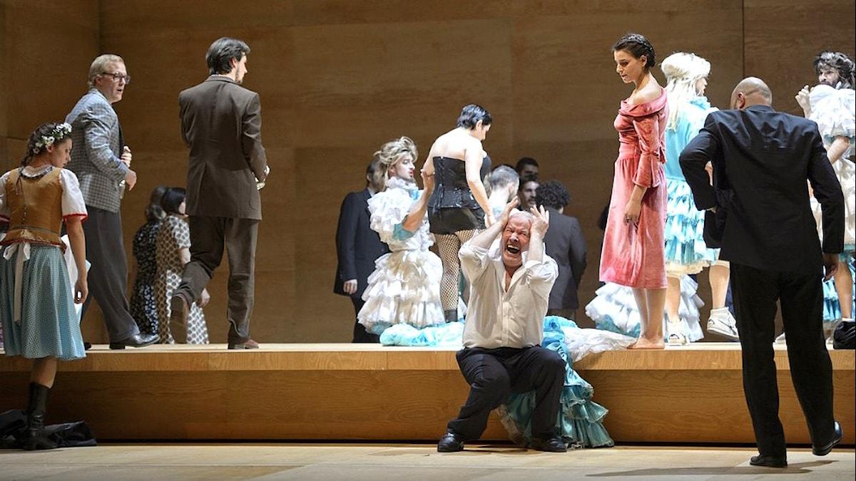 Scen ur Trollkvinnan av Tjajkovskij på Theater an der Wien. Pressbild/Monika Rittershaus