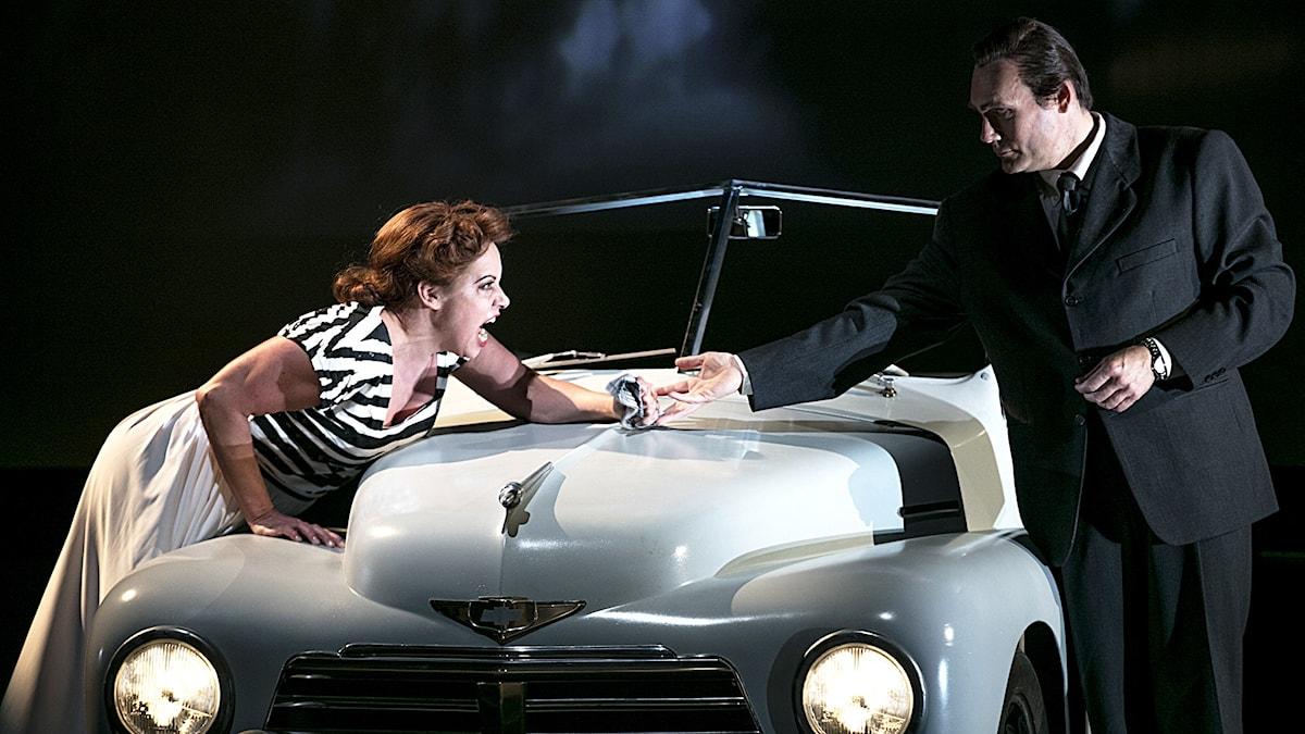 Nina Stemme som Alicia Hauser och John Lundgren som Devlin. Foto: Mats Bäcker/Göteborgsoperan