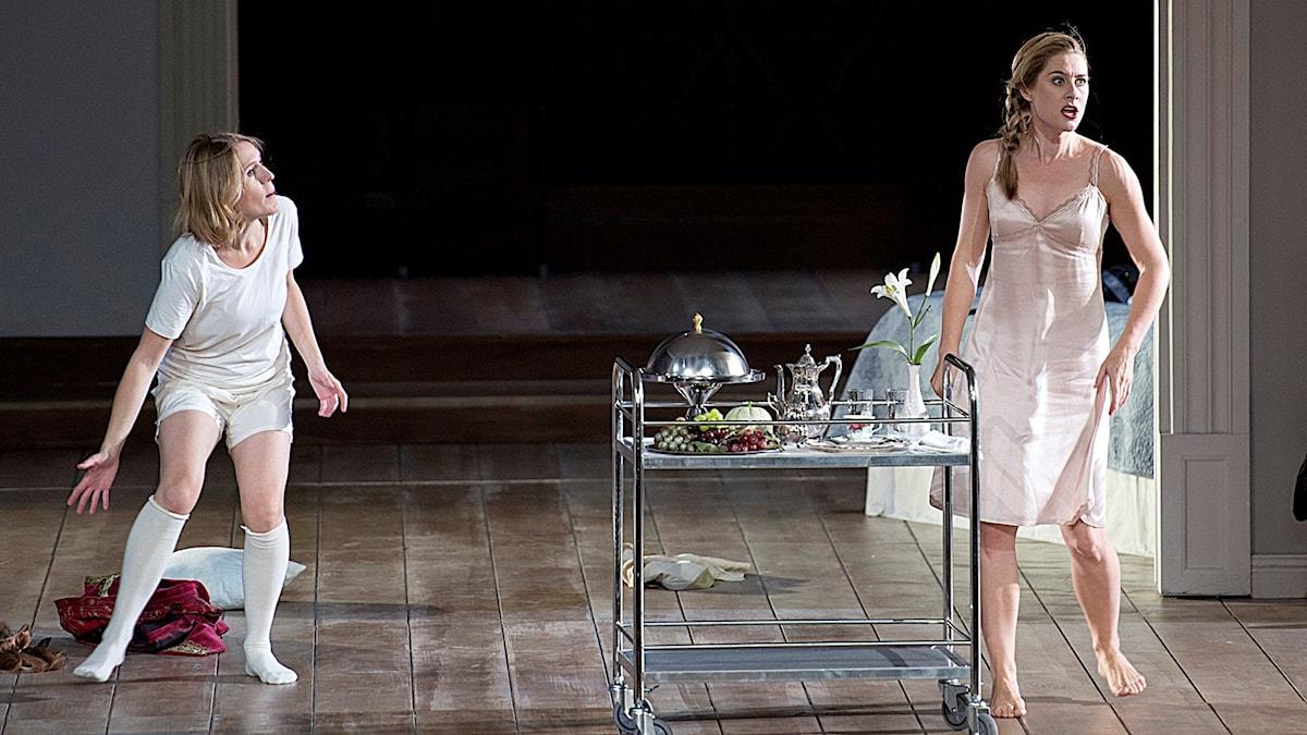 Anna Stéphany och Malin Byström ur Rosenkavaljeren. Foto: Monika Rittershaus/Kungliga operan