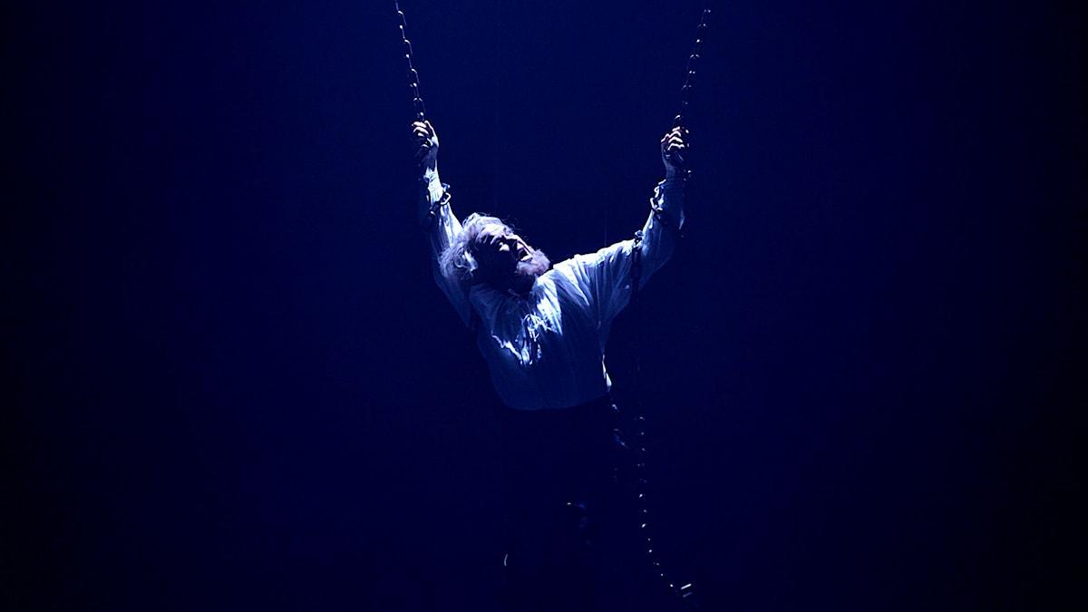 Greve Monterone (Peter Kajlinger) fänglas efter att ha förbannat Hertigen och Rigoletto. Foto: Kjell Oscarsson/Sveriges Radio