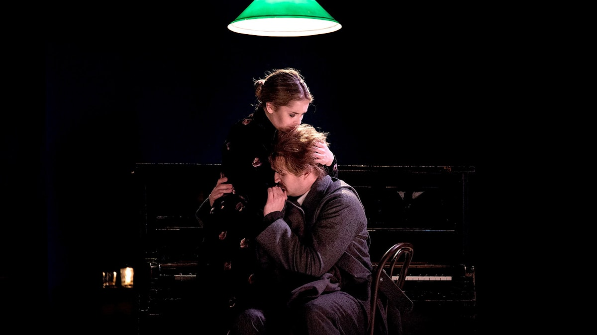 Yana Kleyn, Mimì och Daniel Johansson, August Strindberg (Rodolfo). Foto: Frida Nilsson/Kungliga Operan