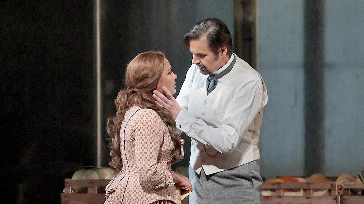 Peter Mattei som Eugen Onegin och Anna Netrebko som Tatjana i Eugen Onegin på Metropolitanoperan i New York 2017.