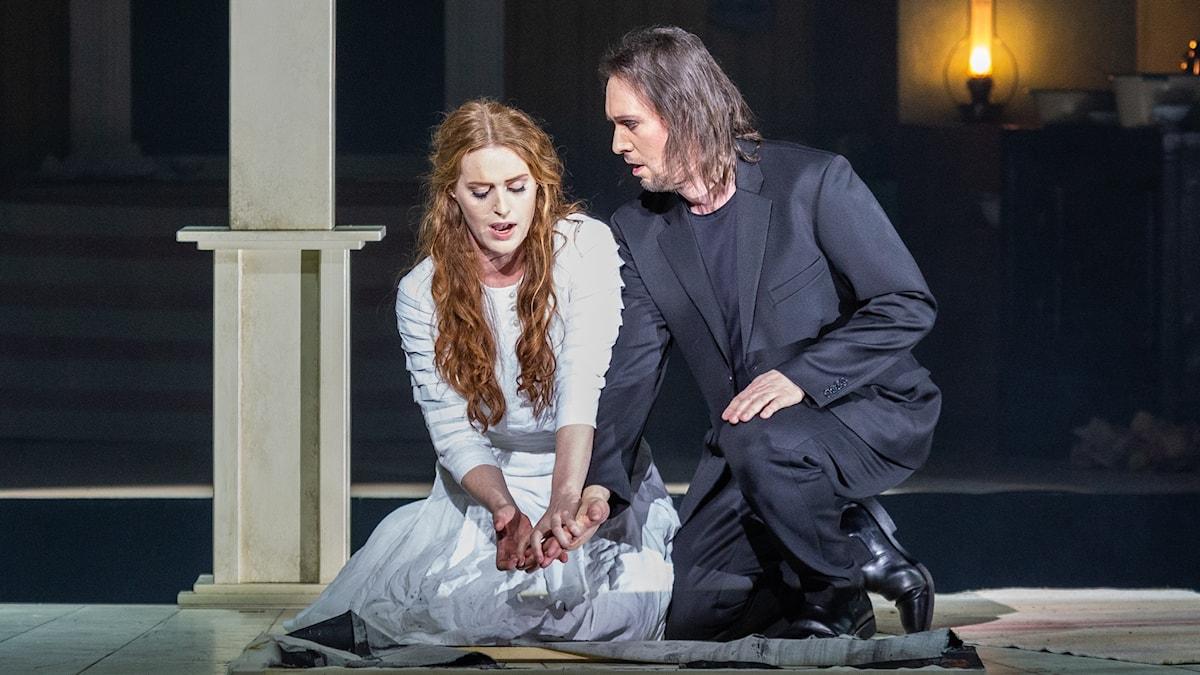 Senta (Cornelia Beskow) och Holländaren (Josef Wagner).
