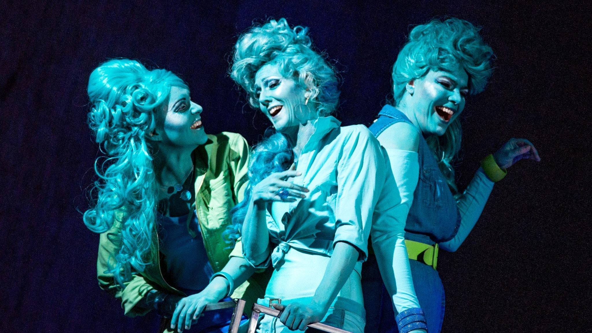 Frida Engström, Mia Karlsson och Ann-Kristin Jones som Wellgunde, Woglinde och Flosshilde.