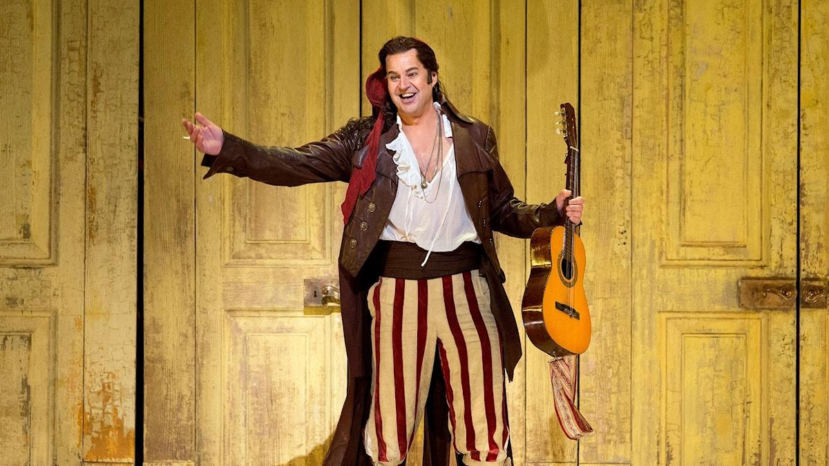 Peter Mattei som Figaro i Barberaren i Sevilla på Metropolitanoperan 2017.