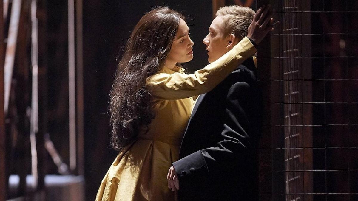 Gaëlle Arquez som Armida och Bror Magnus Tødenes som Den danske riddaren.