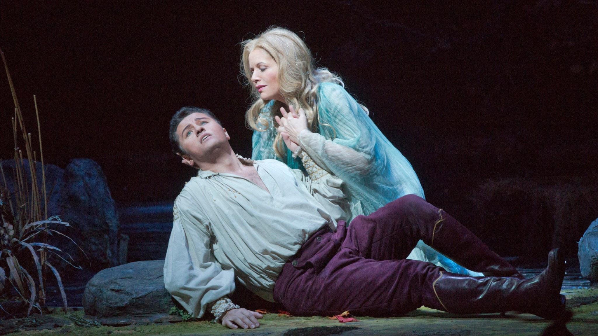 Bild: Piotr Beczala som prinsen och Renée Fleming i titelrollen Rusalka.