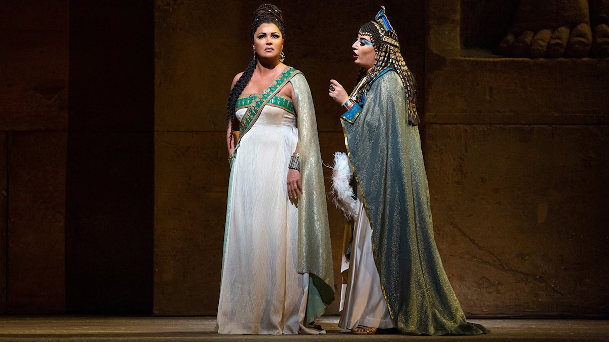 Bild: Anna Netrebko som Aida och Anita Ratjvelisjvili som Amneris.