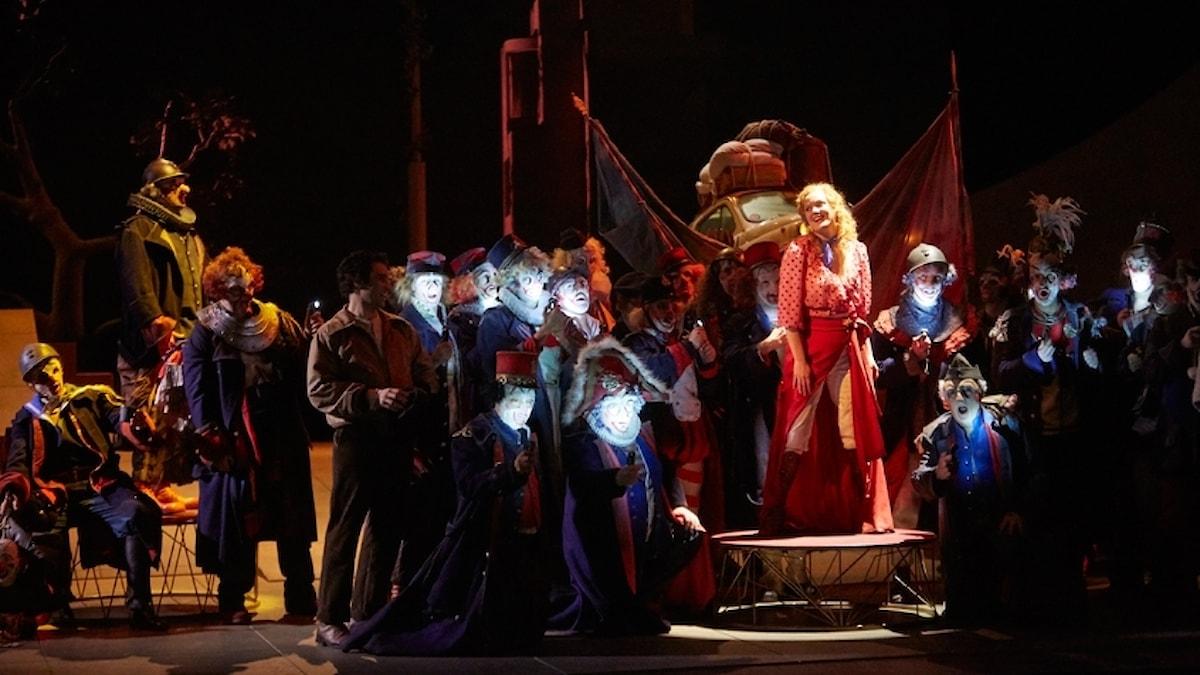 """""""Regementets dotter"""" från operan i Lausanne."""