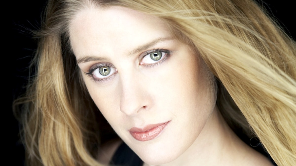 Foto på Malin Byström som gör rollen som Leonora.
