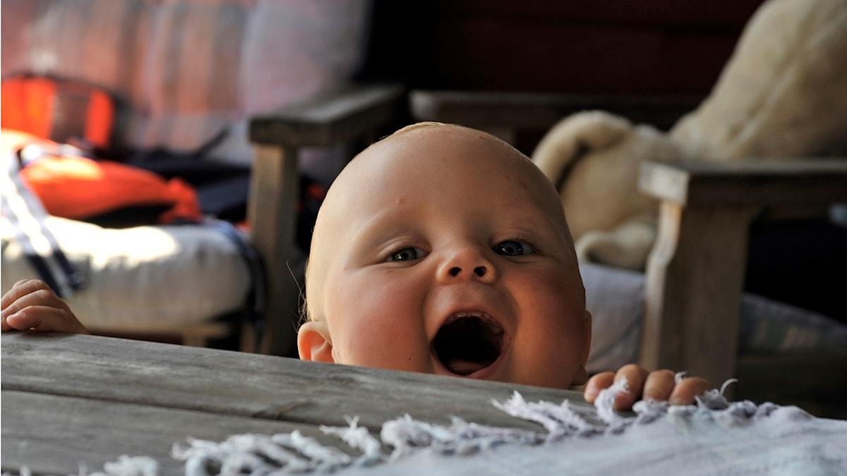 Baby som skrattar