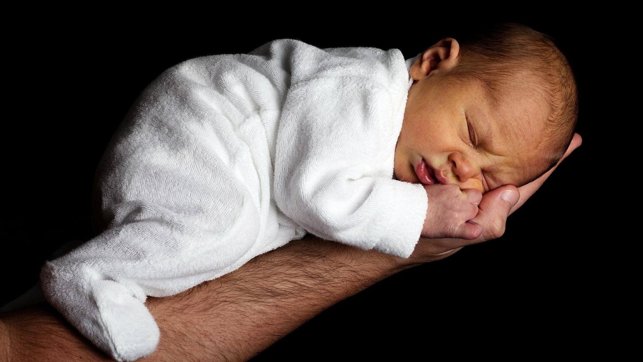 baby vilar i hand