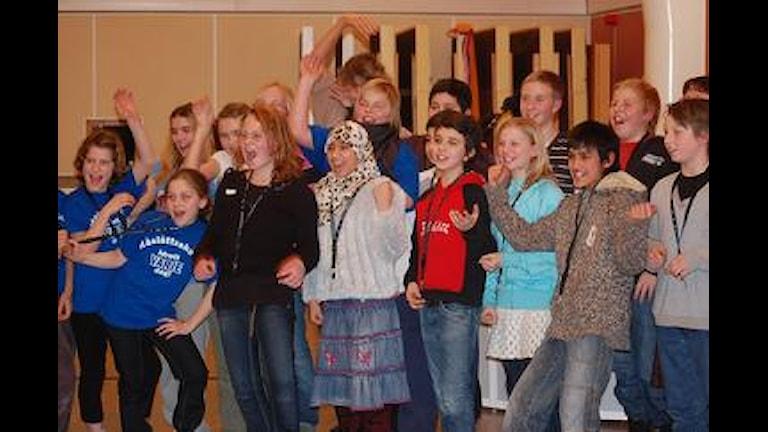 Råslättsskolan jublar efter segern. Foto: Inger Björck
