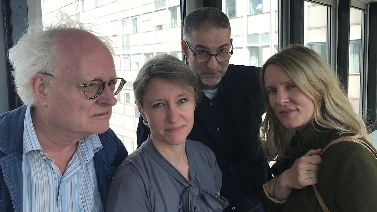 Pianisten Bengt Forsberg, cellisten Kati Raitinen, programledare Johan Korssell och musikjournalisten Edith Söderström utgör veckans panel.